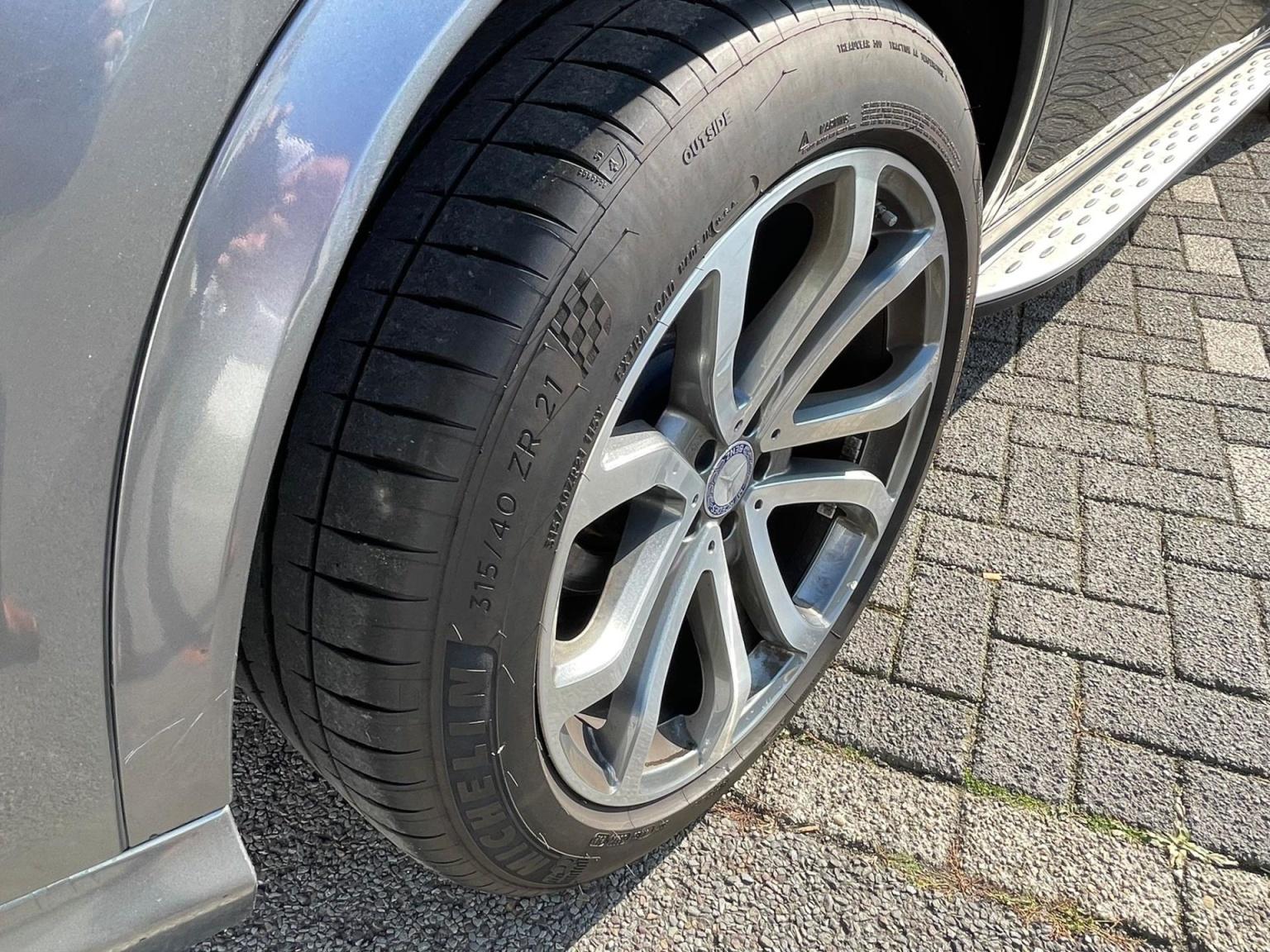 Mercedes-Benz-GLE-11