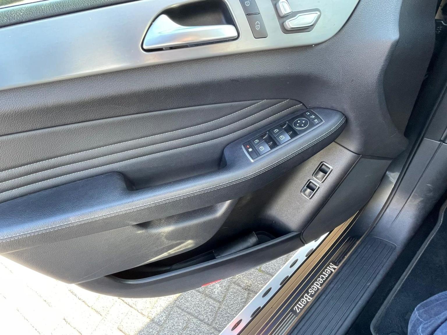Mercedes-Benz-GLE-24